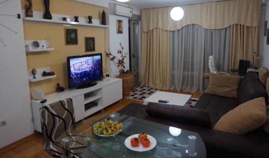 Обустроенная трехкомнатная квартира в Бечичи