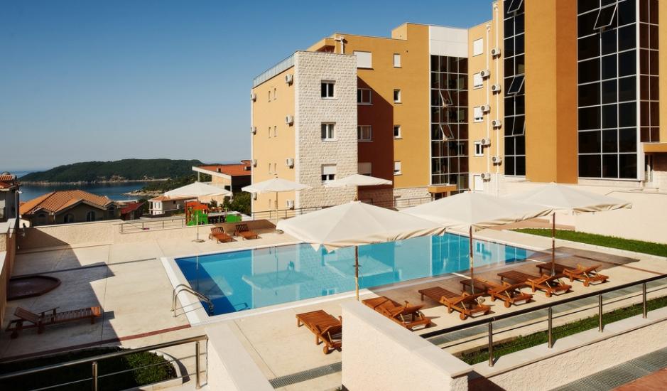 Квартира в клубном комплексе с бассейном