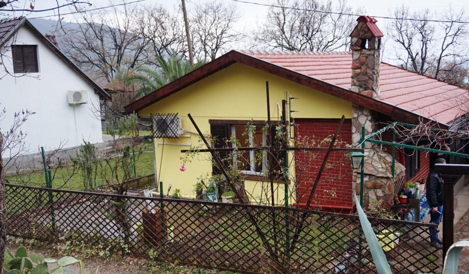 Небольшой уютный дом в Будве