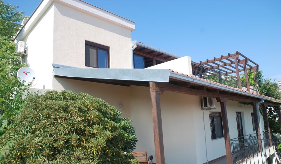 Дом с панорамным видом в Улцине