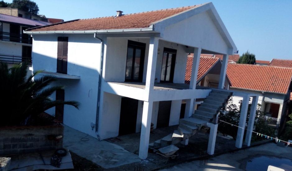 Незавершенный дом в поселке Утеха