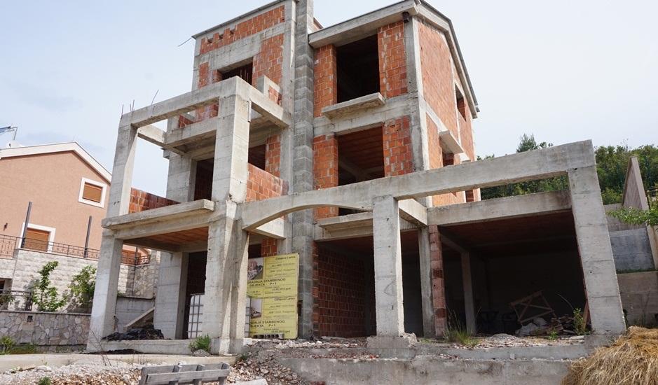 Незавершенный дом в поселке Бигово