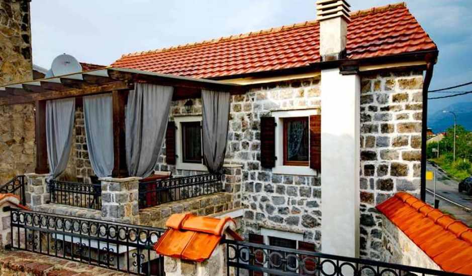 Каменный дом в поселке Радовичи