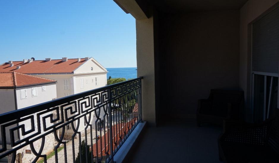 Квартира на 1 линии моря в Петроваце
