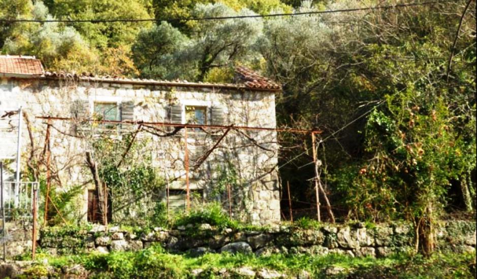 Аутентичный каменный дом с большим участком