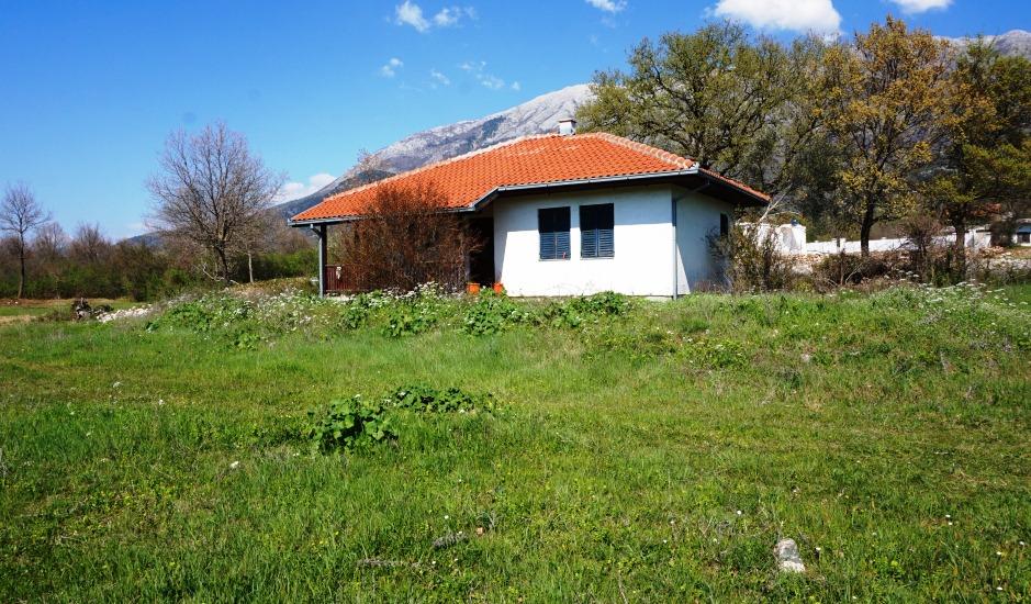 Большой участок с летним домом в Радановичи