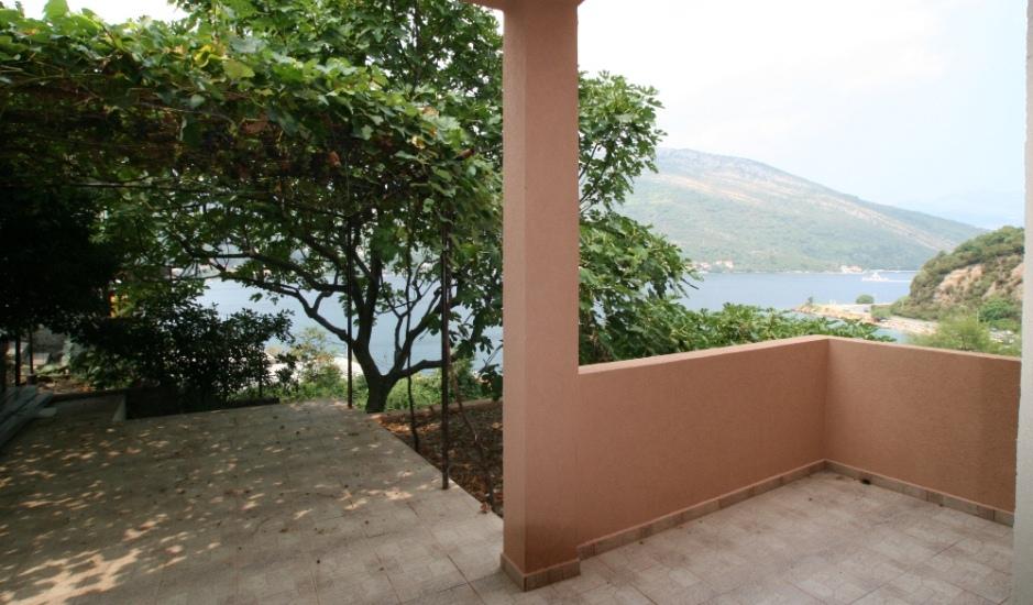 Дом на первой линии в Лепетане