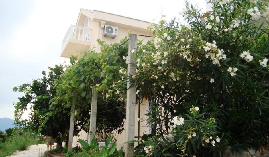 Недорогой дом на берегу моря в Крашичи