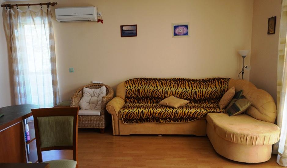 Уютная квартира с роскошной террасой в Будве