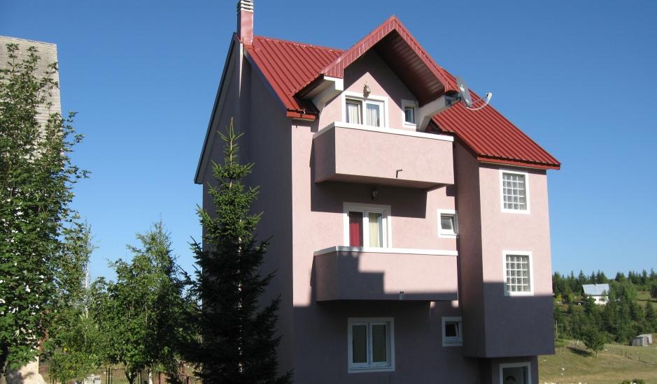 Дом с апартаментами в Жабляке