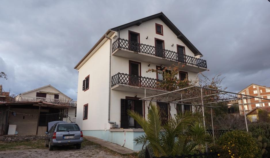 Дом с участком и видом на море в Кримовице