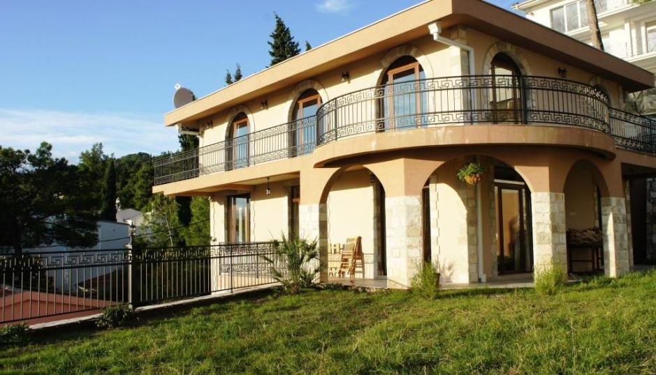 Потрясающий трехэтажный дом в Зеленом поясе (г. Бар)