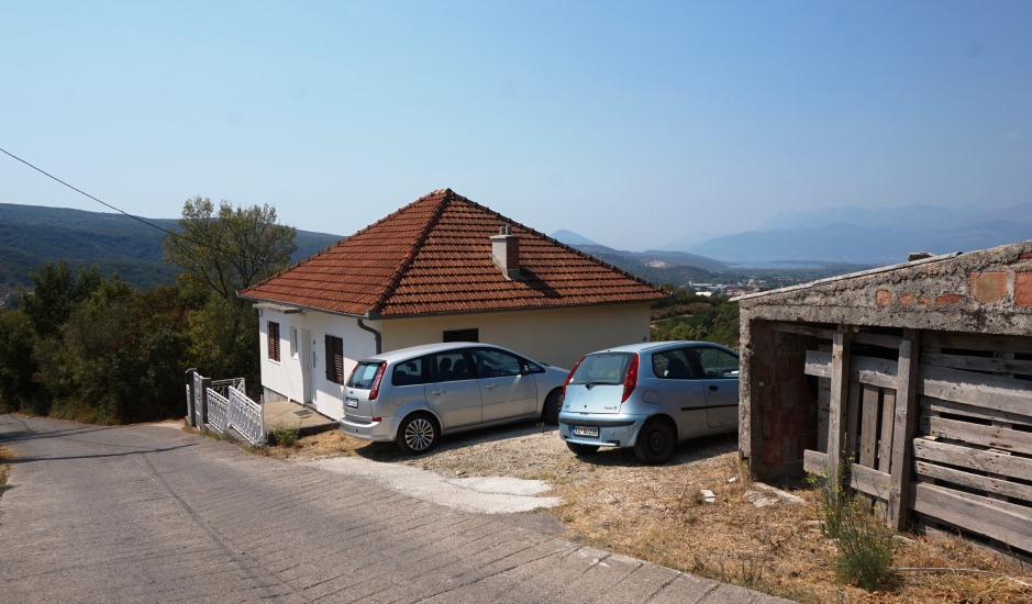 Дом с участком с видом на залив