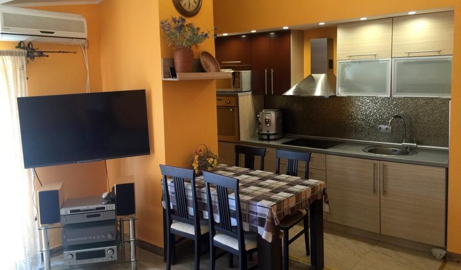Недорогая квартира с 2 спальнями в Будве