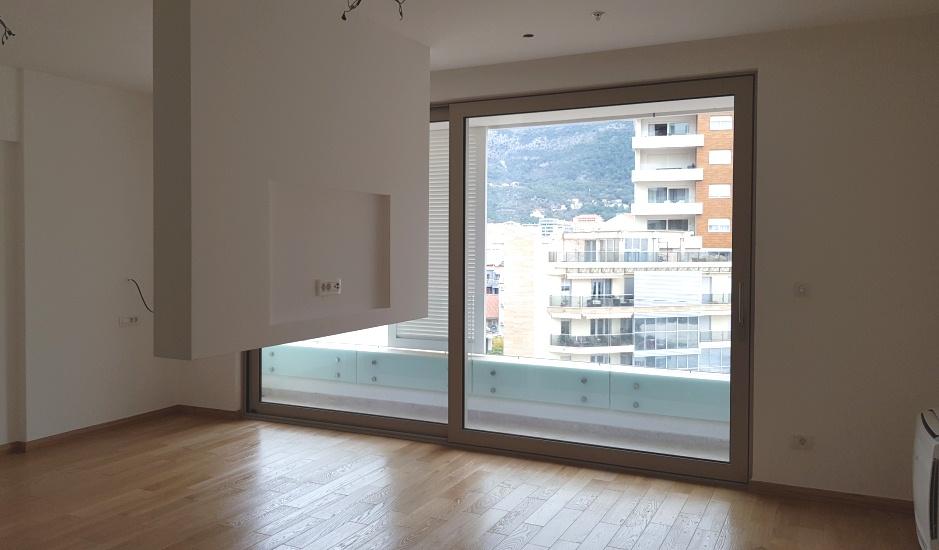 Современный апартамент студио в центре Будвы