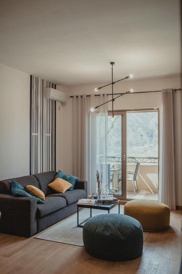 Дизайнерская квартира с 2 спальнями в Доброте
