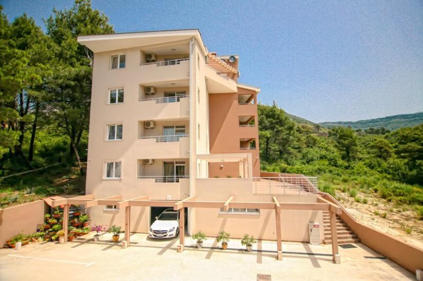 Просторная квартира в тихом районе Тивата