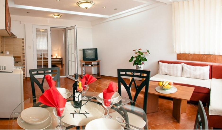 Квартира с 2 спальнями и двориком в Мелине
