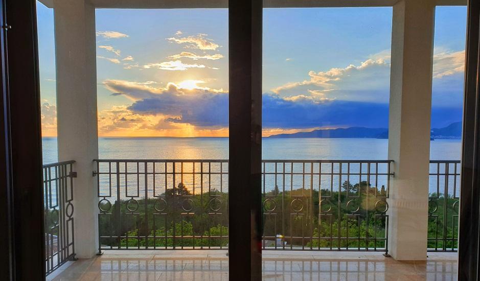 Бизнес в Черногории: апарт-отель с бассейном и видом на море