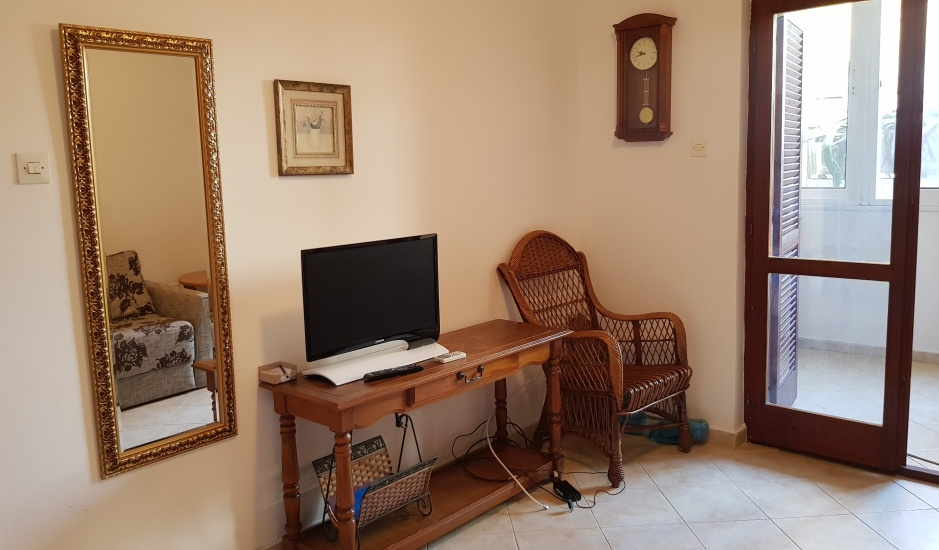 Квартира по доступной цене в 50 м от моря в Рафаиловичах