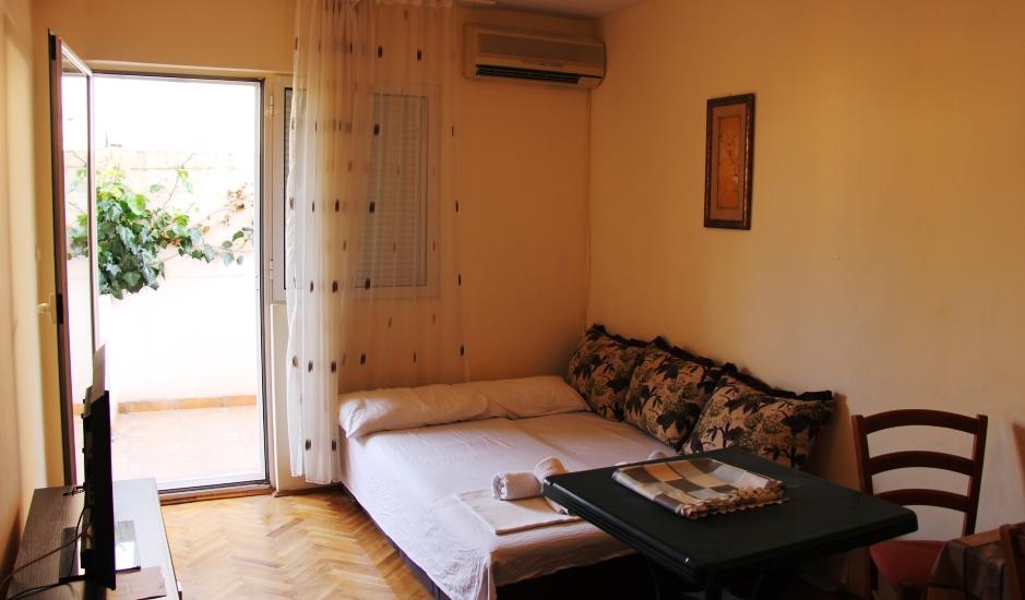 Две квартиры с садом в центре Будвы