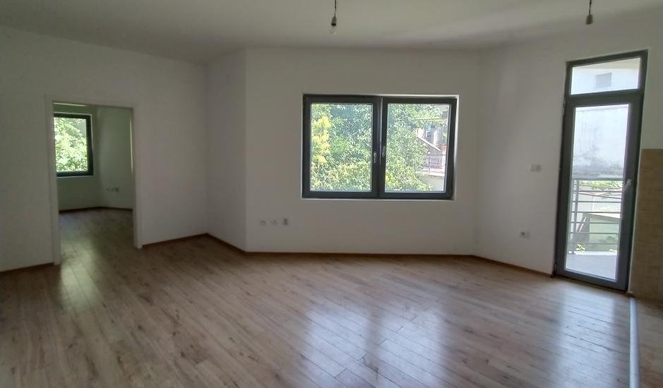 Недорогая квартира с 2 спальнями в курортном поселке Бечичи