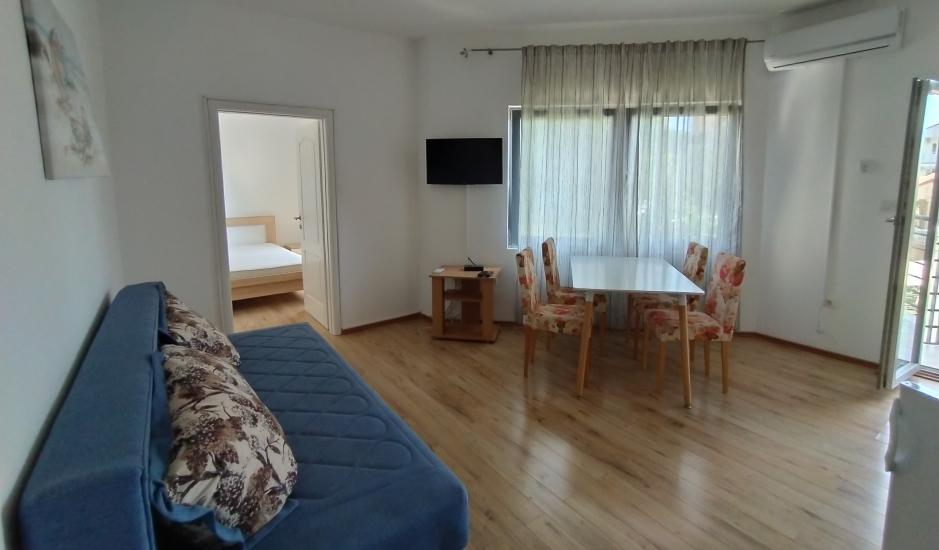 Квартиры с одной спальней в Бечичи рядом с пляжем