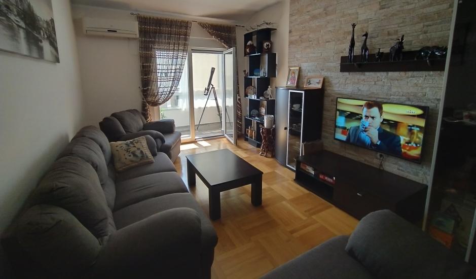 Квартира с 3 спальнями и гаражом в Будве