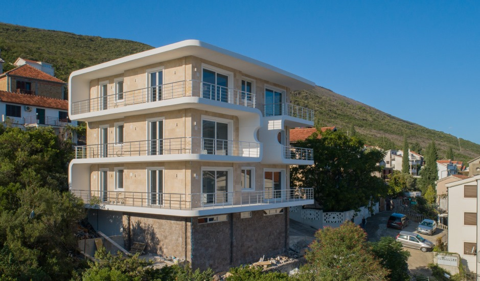 Квартиры в новом доме на побережье Боко-Которской бухты