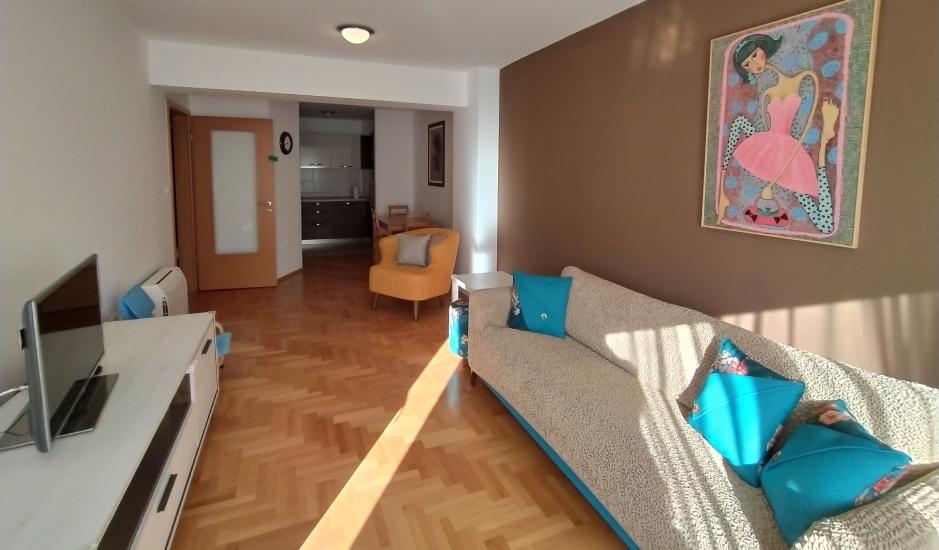 Квартира с 2 спальнями и гаражом в Будве