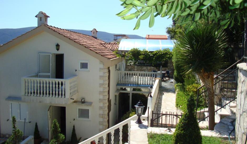 Дом на 2 апартамента в Савина, Герцег Нови