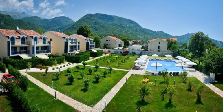residential comlex townhouses in montenegro